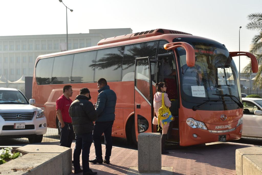 【画像】ドーハ市内観光ツアーのバス