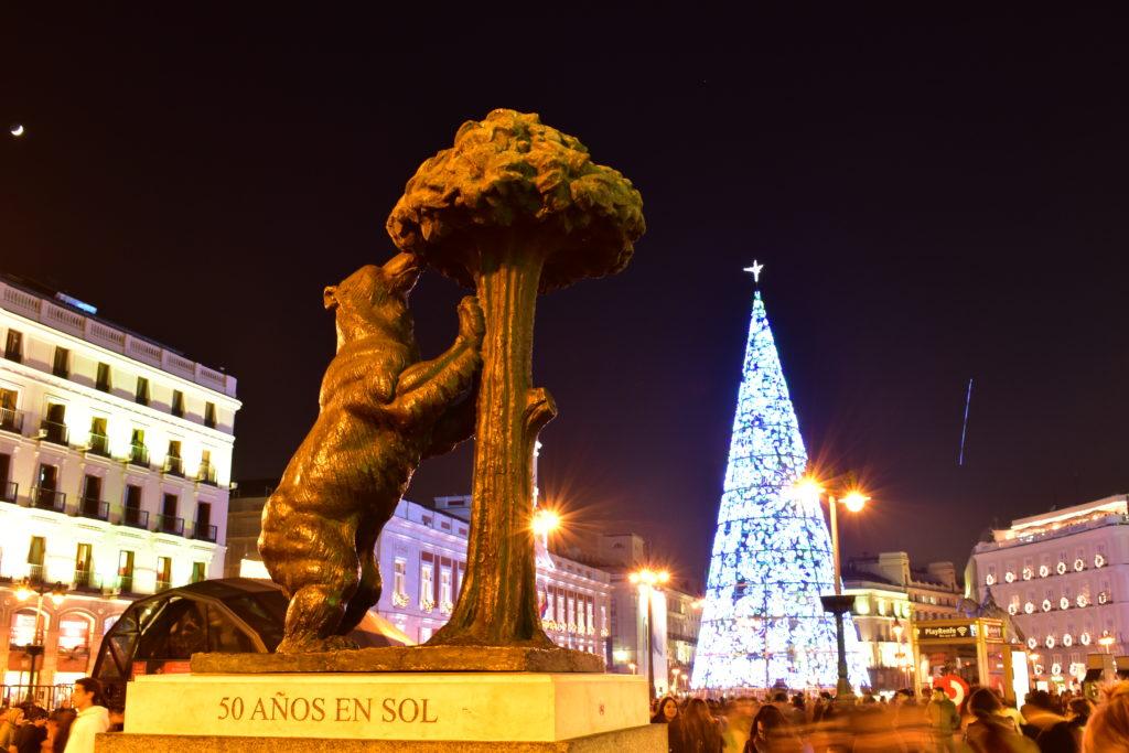 【画像】プエルタ・デル・ソルにある熊の銅像
