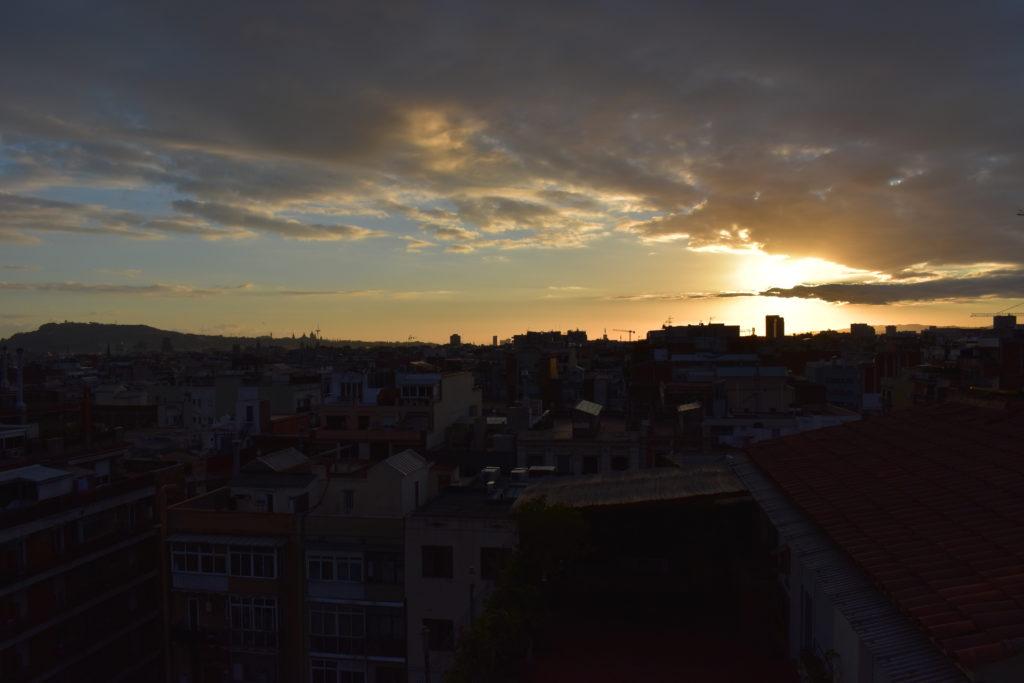 【画像】ホテルのルーフテラスからの夕日