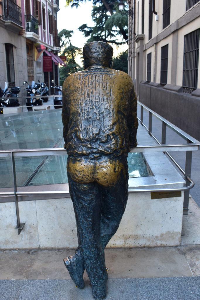 【画像】おじさんの銅像①