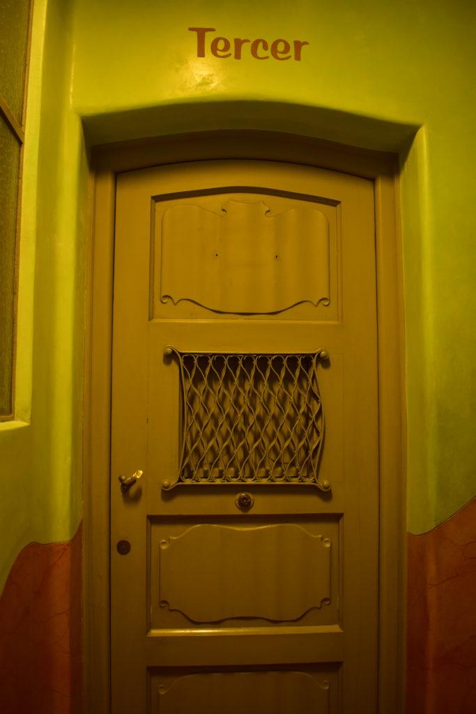 【画像】カサ・ミラ 部屋の扉