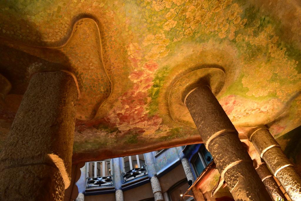 【画像】カサ・ミラ エントランス階段②