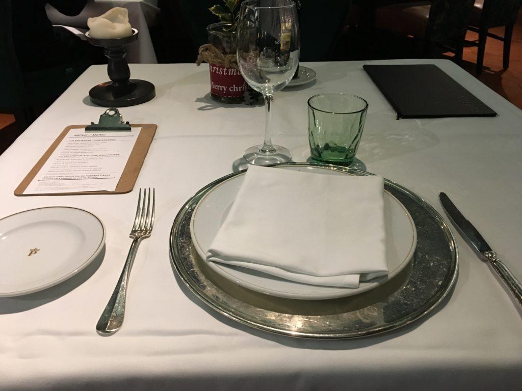【画像】レストランでのテーブルセット