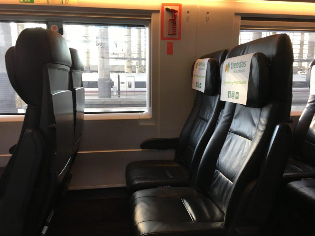 【画像】マドリードからバルセロナへのRenfe(座席)