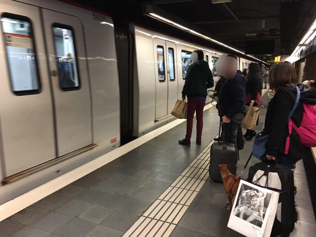 【画像】バルセロナの地下鉄ホーム