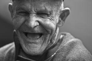 【イメージ画像】満面の笑みのおじいちゃん