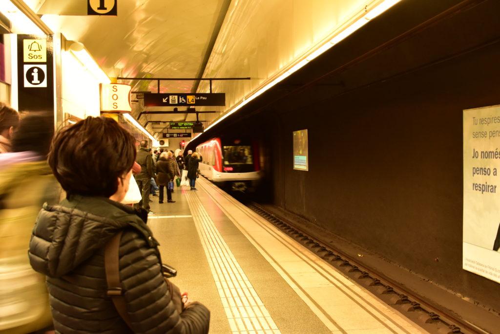 【画像】カタルーニャ駅 地下鉄のホーム