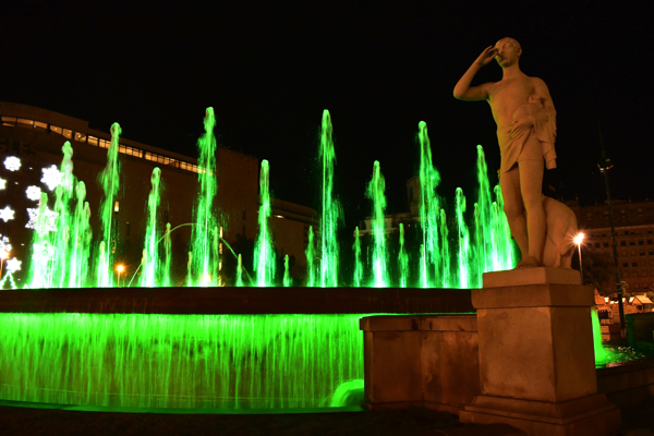 【画像】カタルーニャ広場の噴水②