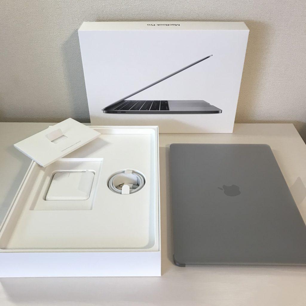 【画像】Macbook Pro 開封して外に出したところ
