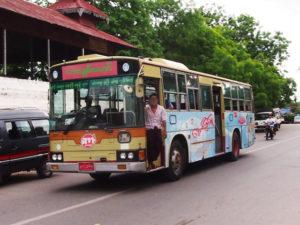 【画像】ミャンマーで走る日本のバス