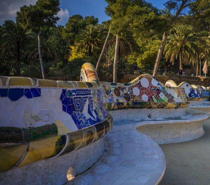 【画像】グエル公園 中央広場の波形ベンチ