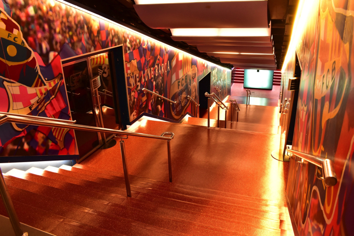 【画像】バルセロナ カンプ・ノウ・スタジアム ピッチまでの廊下①