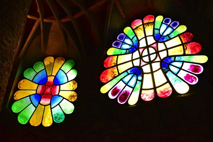 【画像】コロニア・グエル教会 ステンドグラス