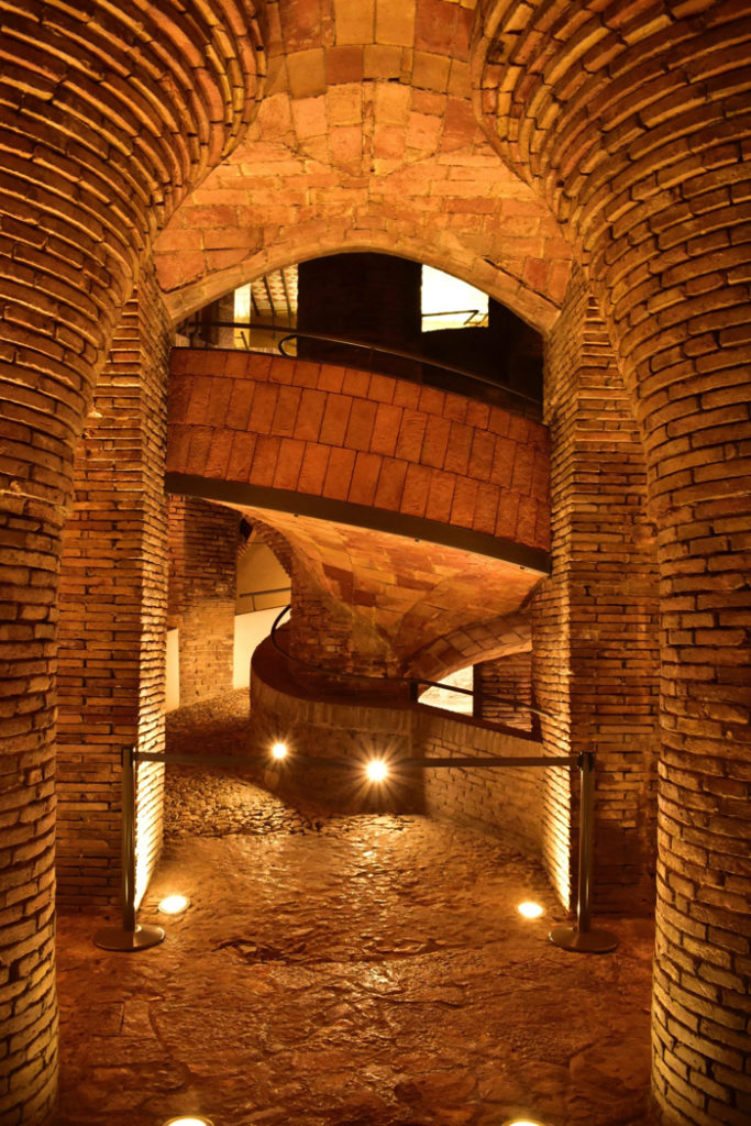 【画像】バルセロナ グエル邸 地下の馬房