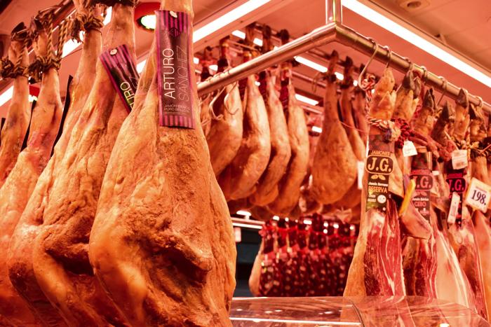 【画像】バルセロナ サン・ジュセップ市場内部 生ハムやさん