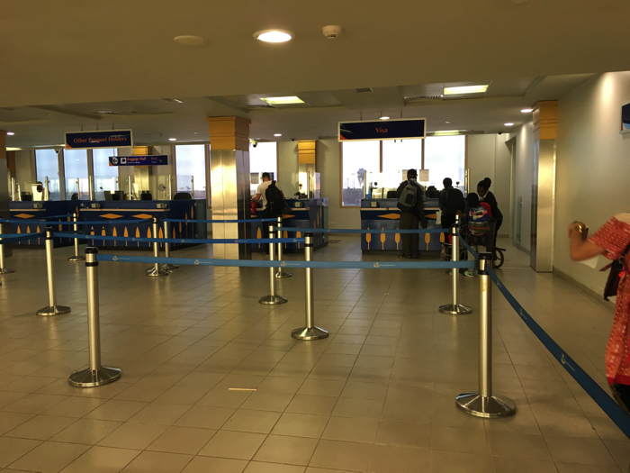 ケニア ナイロビのジョモ・ケニヤッタ空港のイミグレ